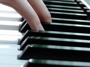 play-piano-7626_1280